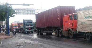 """""""Giải cứu"""" đường ra vào cảng hiện đại nhất Việt Nam, TPHCM sẽ làm đường kết nối từ cảng Cát Lái đến đường Vành đai 2"""